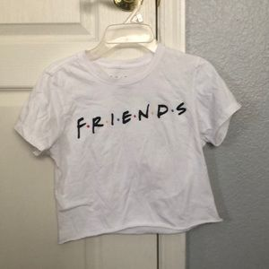 Tops - Cropped white FRIENDS shirt